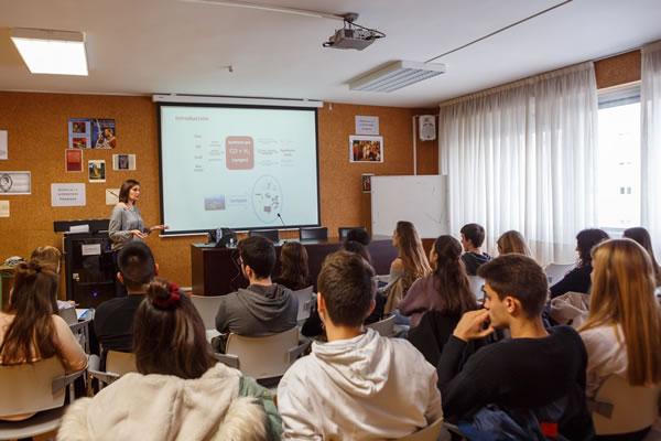 Los centros navarros de Bachillerato y FP podrán escoger este curso entre 58 charlas de divulgación ofertadas por la UPNA